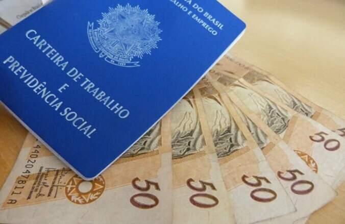Express ctb, assessoria contábil, juridica e financeira Carteira de trabalho com notas de 50 reais perto